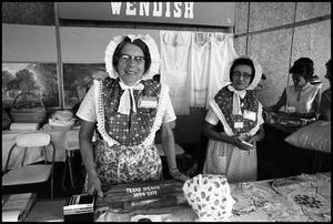 [Women in Wendish Booth]