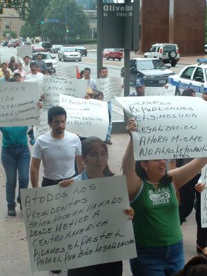 Primary view of object titled '[Protesters carry hand made signs in Spanish]'.