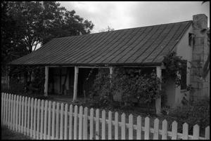 Primary view of object titled '[Photograph of the J. J. Klingelhoefer Home]'.