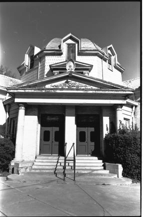 Primary view of object titled '[First Presbyterian Church - 4 of 13:   Front Entrance and Dome]'.