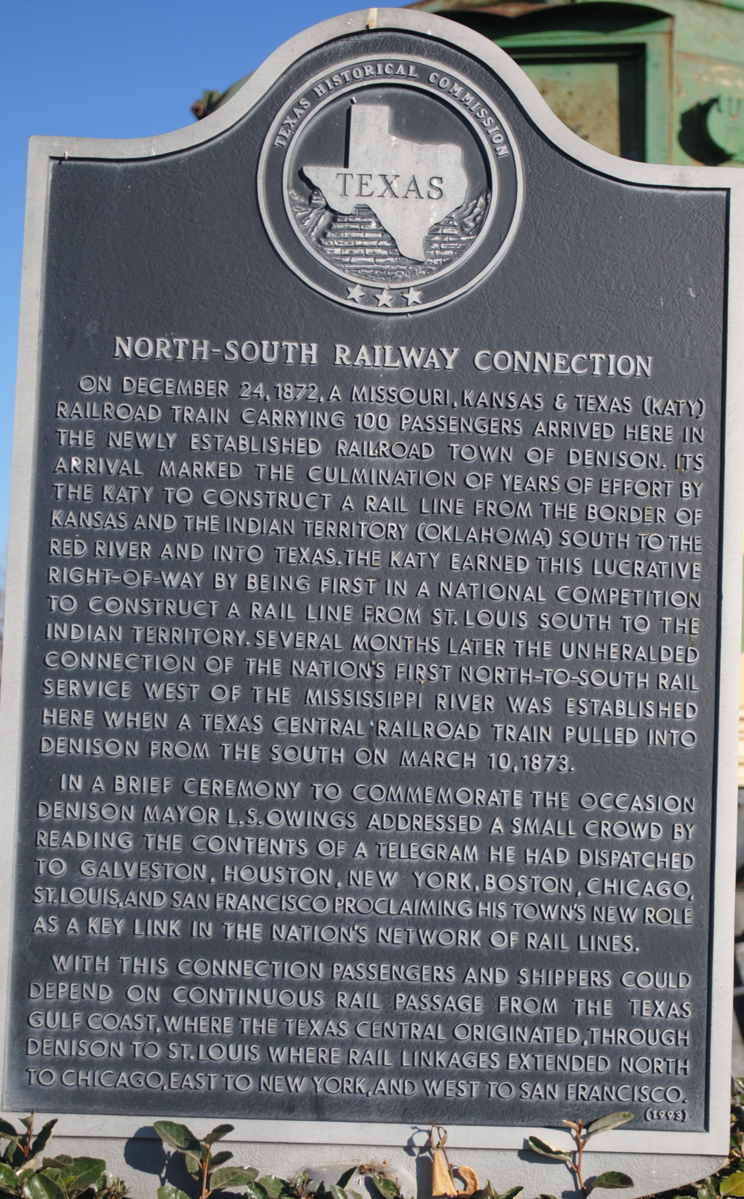 [Texas Historical Commission Marker: North-South Railway Connection]                                                                                                      [Sequence #]: 1 of 1
