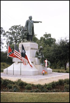 Primary view of object titled '[John H. Reagan Statue - Palestine]'.