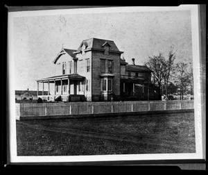 Primary view of object titled '[Palestine Railroad Mansion]'.