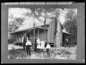 Primary view of object titled '[Unidentified Anderson County Family]'.
