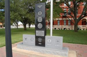Lee County Courthouse, Veterans Memorial