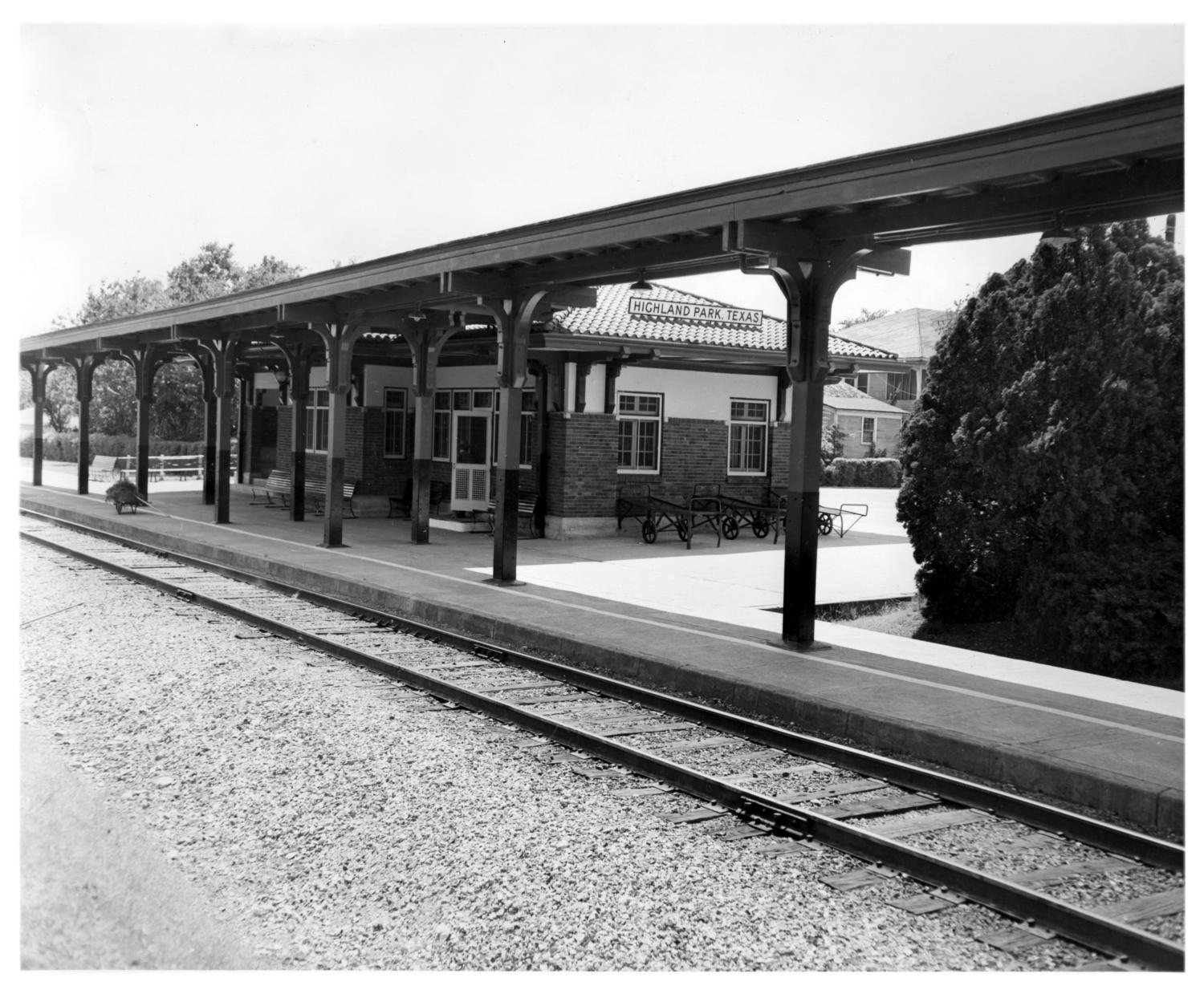 [Highland Park, Texas Depot], The new Highland Park, Texas Depot of the Missouri - Kansas - Texas Railroad (KATY) which opened on July 1, 1922 and closed on July 1, 1965.,