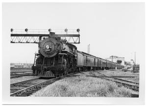 "Primary view of object titled '[""The Texas Special"" arriving in Dallas]'."