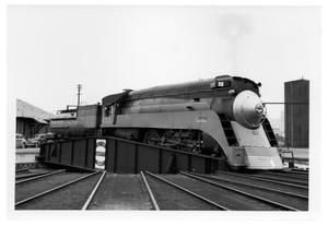 Primary view of object titled '[Southern Pacific engine at the Cadiz St. Roundhouse in Dallas]'.