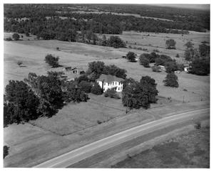 Primary view of object titled '[Aerial Photo of Osjetea Briggs' Home]'.