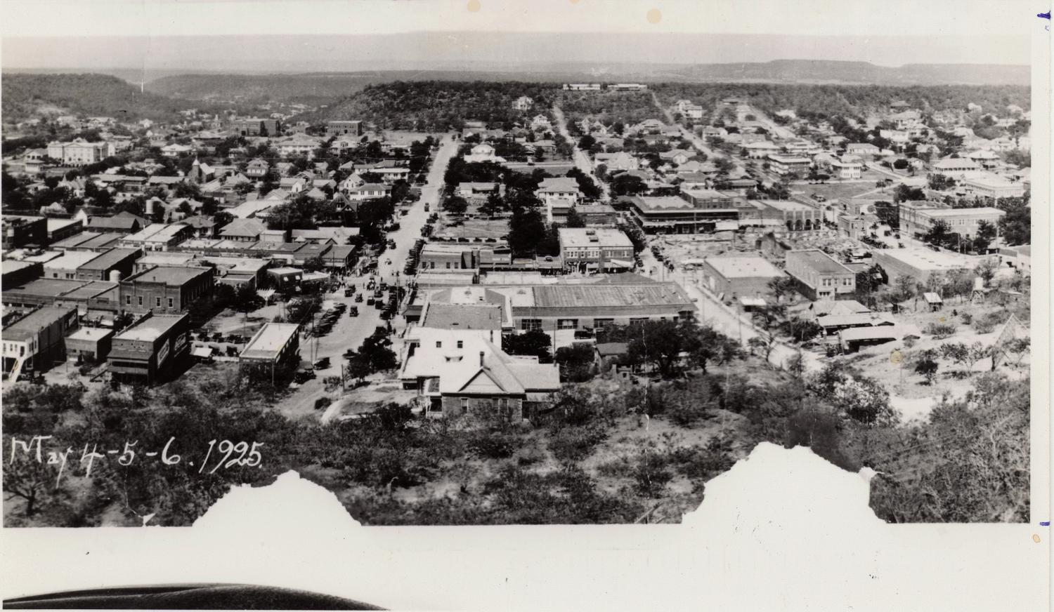 [A Panoramic View of Mineral Wells, 1925]                                                                                                      [Sequence #]: 1 of 1
