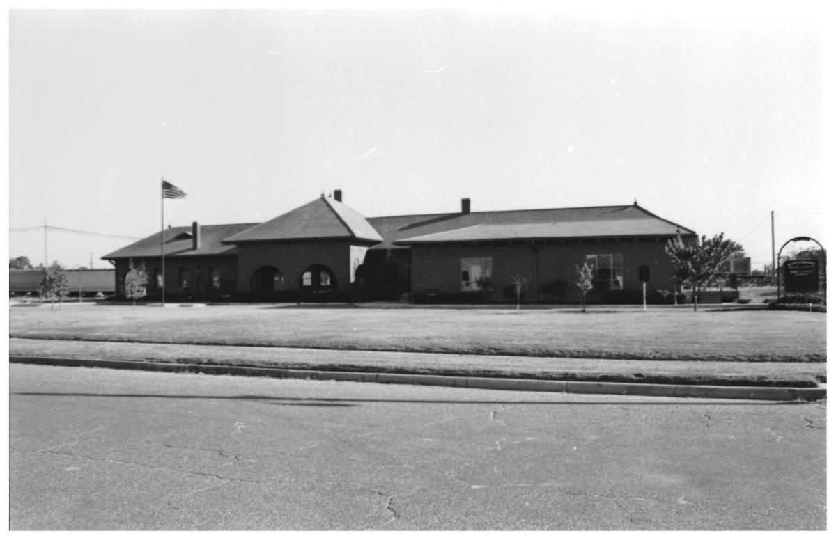 [The Weatherford, Mineral Wells, Northwestern Railroad Depot]                                                                                                      [Sequence #]: 1 of 1