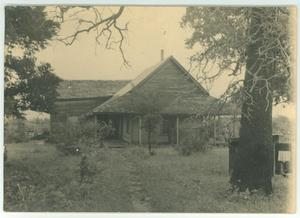 Primary view of object titled '[Eugene B. Wallace home in Gay Hill]'.