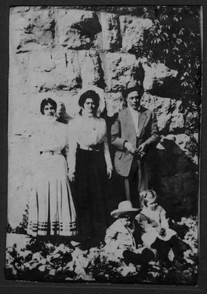 Primary view of object titled 'Jesse Harben family, Richardson, Texas'.