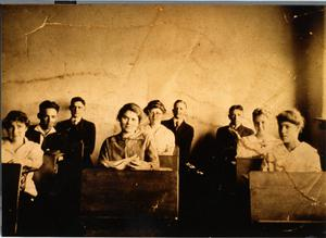 Primary view of object titled 'Irving High School Graduating Class of 1916'.