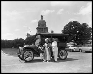 Primary view of object titled '1910 Auto with Capitol Building'.