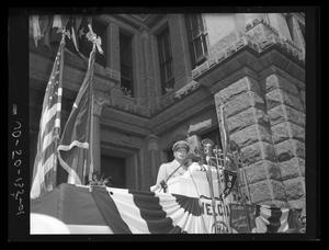Primary view of object titled 'Gen. Douglas MacArthur visit to state capitol'.