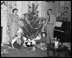Primary view of object titled 'Family Photos - Christmas'.