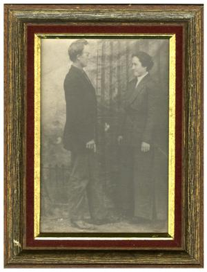 Primary view of object titled '[Unidentified Anderson County Couple]'.