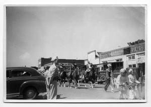 Primary view of object titled '[Old Settlers Parade 1942]'.