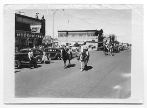 Primary view of object titled '[Old Settlers' Parade 1947]'.
