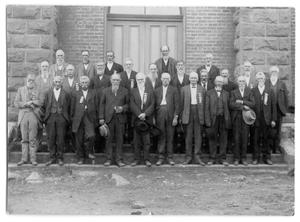 Primary view of object titled '1920's gathering at Childress Courthouse of Confederate veterans.'.