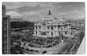 Primary view of object titled 'Postcard of the Palacio de Bellas Artes'.