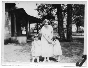 Primary view of object titled 'Sammie Vise and Ida Scrivner with two of the Vise children'.