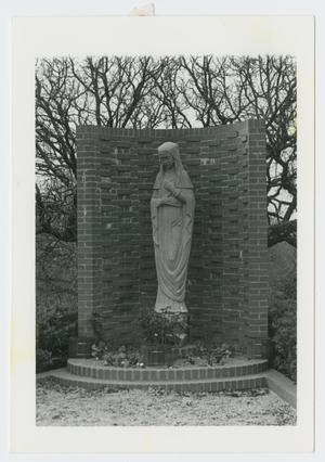 Primary view of object titled '[Statue in an Alcove]'.