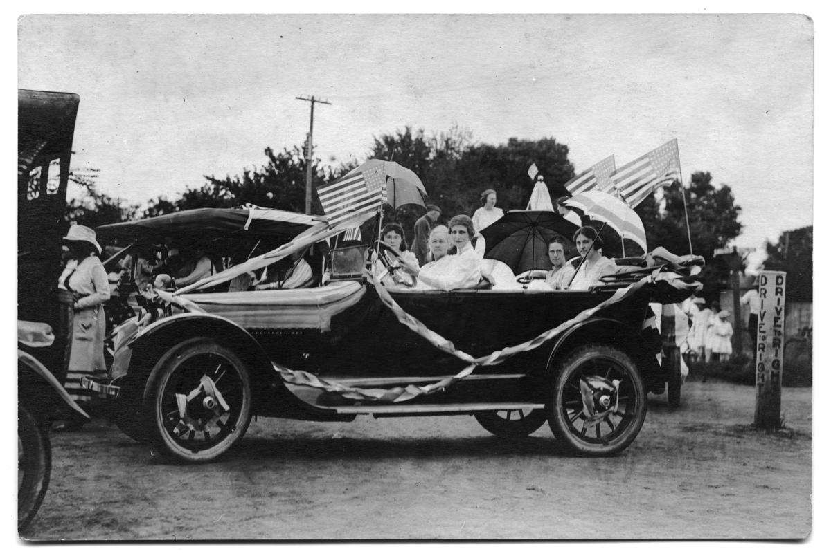 1919 Type 57 Cadillac seated with members of the Scrivner family                                                                                                      [Sequence #]: 1 of 1