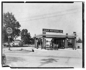 Primary view of object titled '[Gulf Refining Co. Service Station]'.