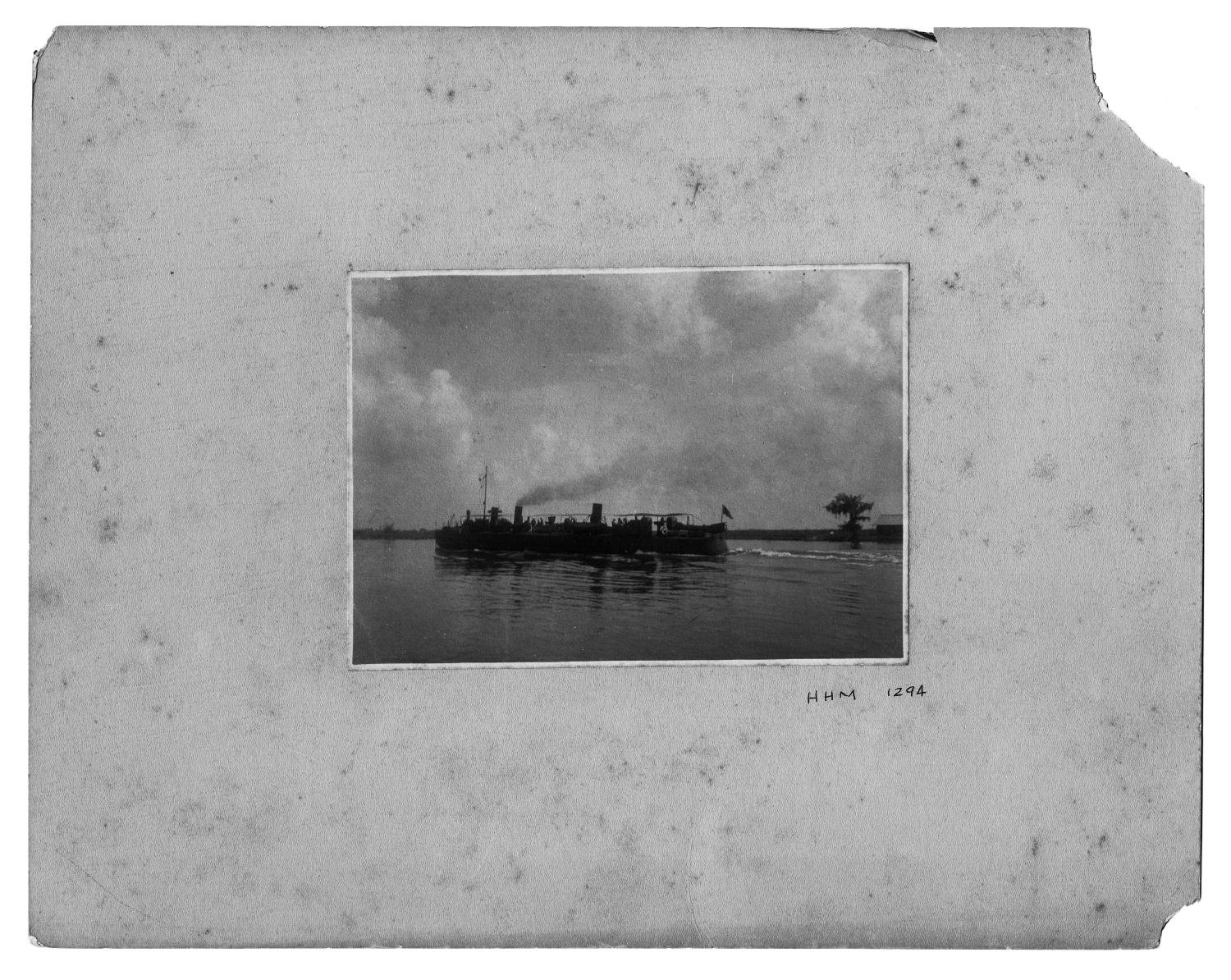 [Photograph of Two Ships on a River]                                                                                                      [Sequence #]: 1 of 1