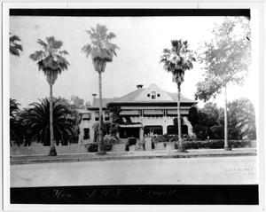 Primary view of object titled 'Front of the Farwell Residence'.