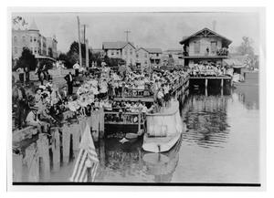 Primary view of object titled 'Crowd Waiting on U.S. Navy Torpedo Boats'.
