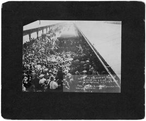 Primary view of object titled '[President Theodore Roosevelt greeting crowd on visit to Fort Worth]'.