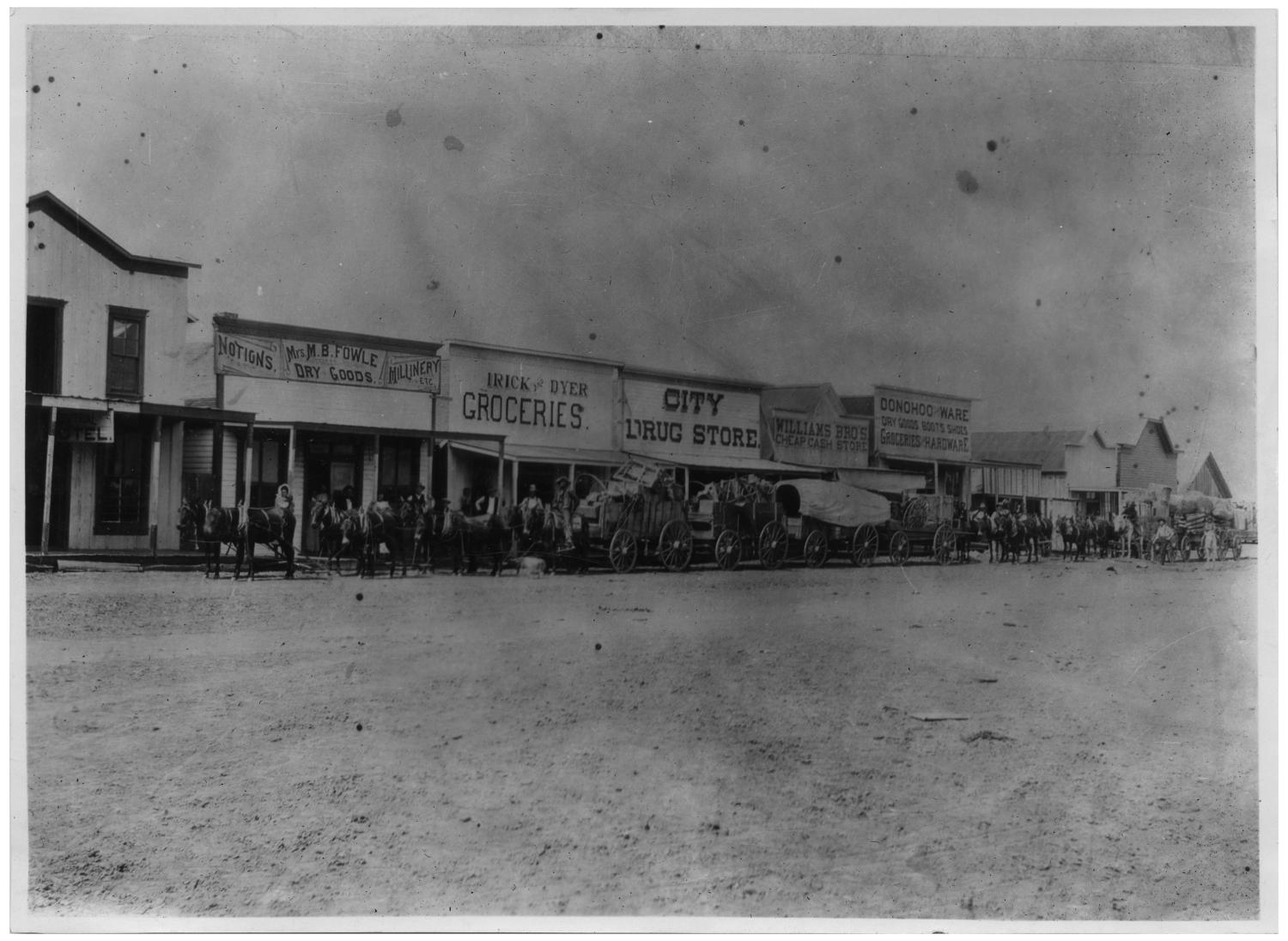 Street Scene in Plainview, Texas - The Portal to Texas History