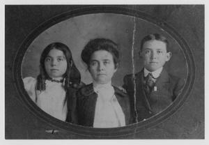 Primary view of object titled '[Addie Smith Howell and Children]'.