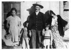 Primary view of object titled '[Two Vasquez family grandparents and four grandchildren]'.