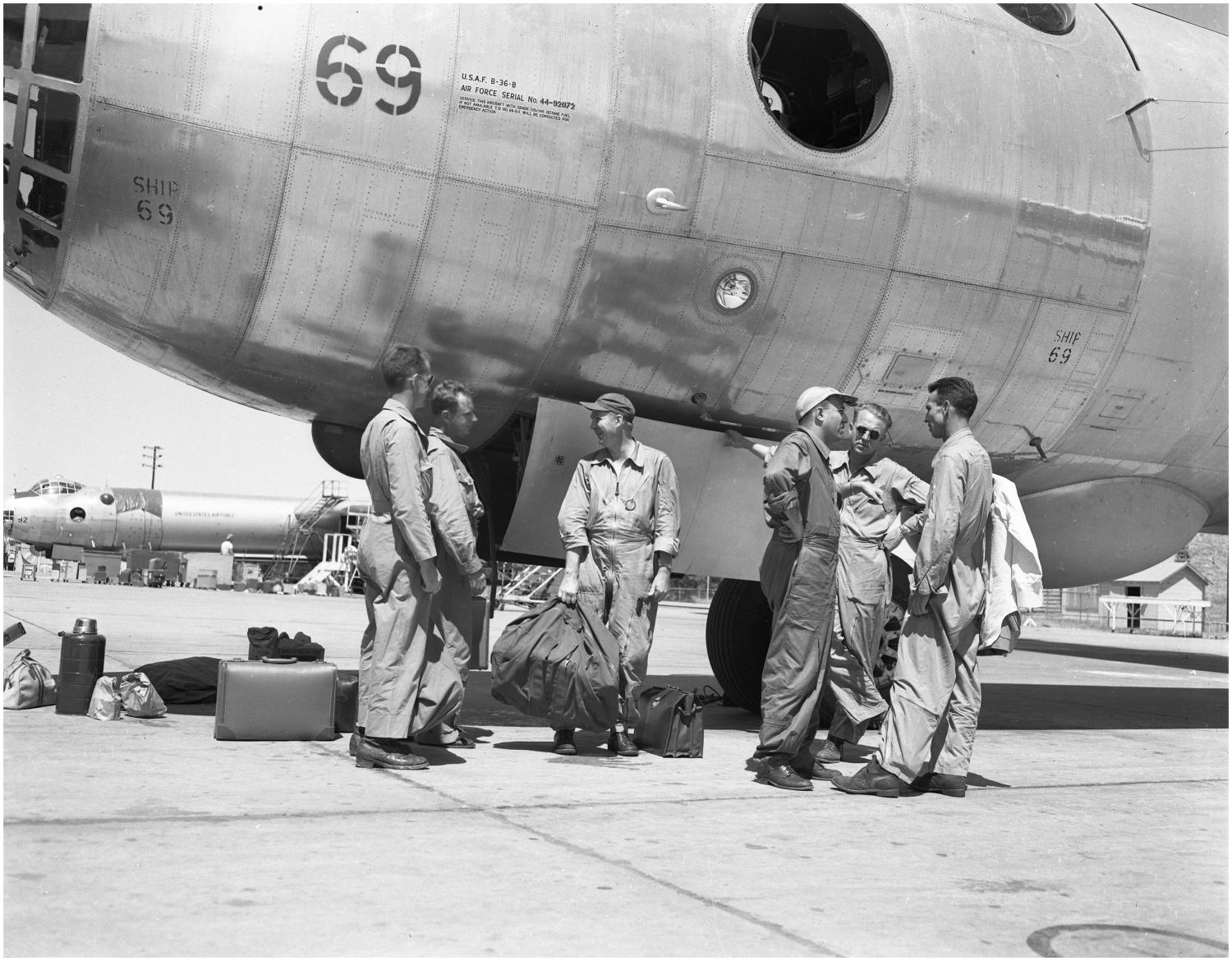 Crew of B-36B plane No.69                                                                                                      [Sequence #]: 1 of 1