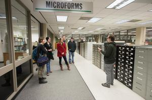 Primary view of object titled '[Journalism students touring library]'.