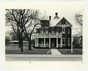 Primary view of object titled '[Dr. I. F. Nofsinger House Photograph #9]'.
