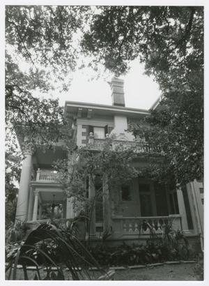 Primary view of object titled '[Isaac H. and Henrietta Kempner House Photograph #4]'.