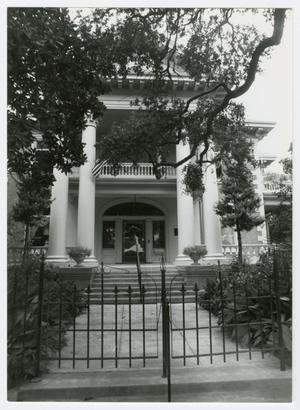 Primary view of object titled '[Isaac H. and Henrietta Kempner House Photograph #5]'.