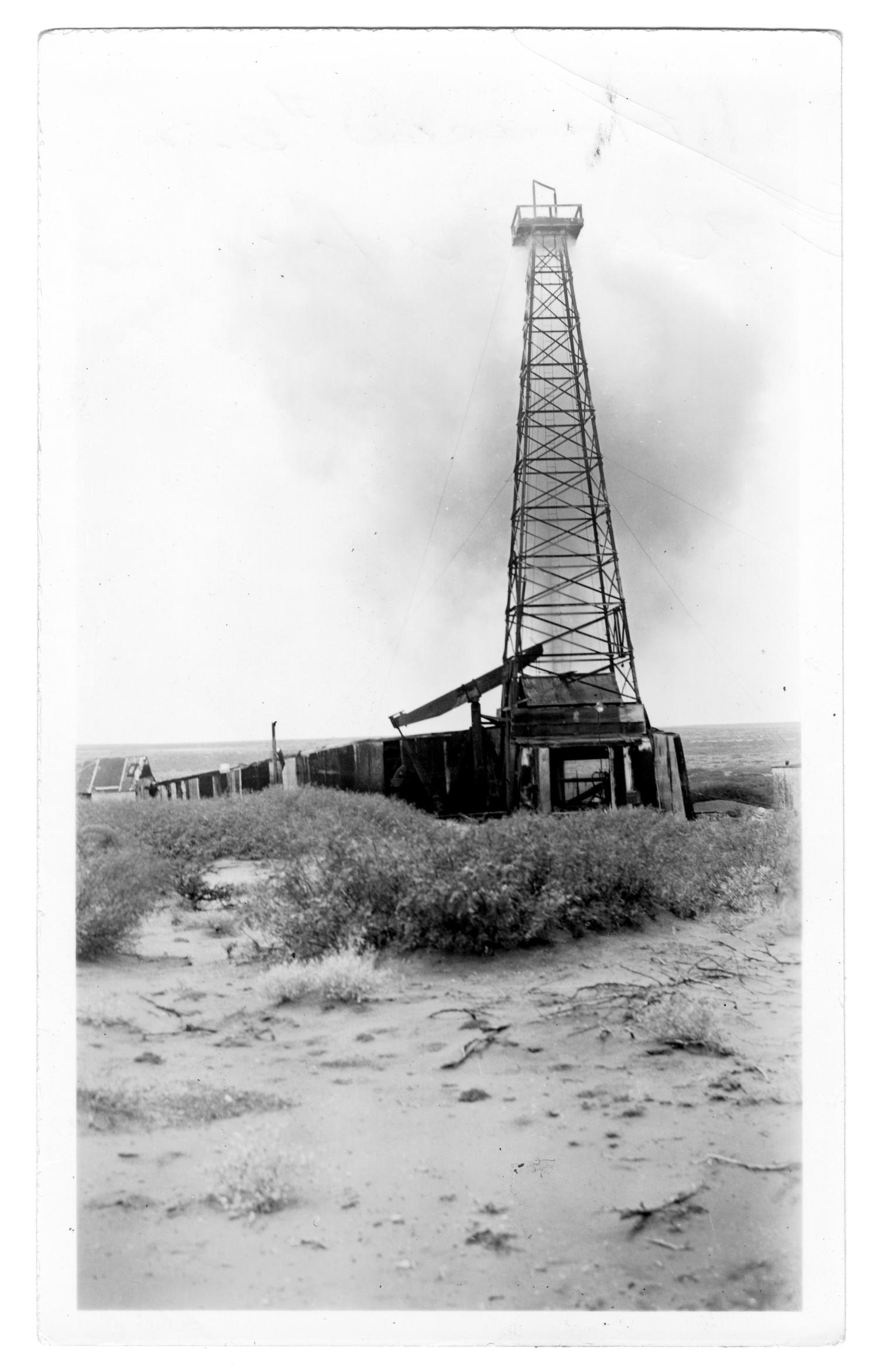 Oil Well in New Mexico                                                                                                      [Sequence #]: 1 of 2
