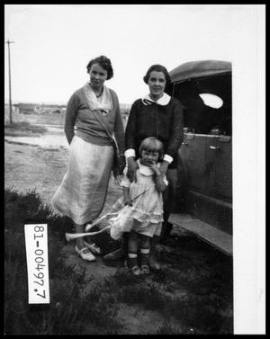 1930s Two Women and Child