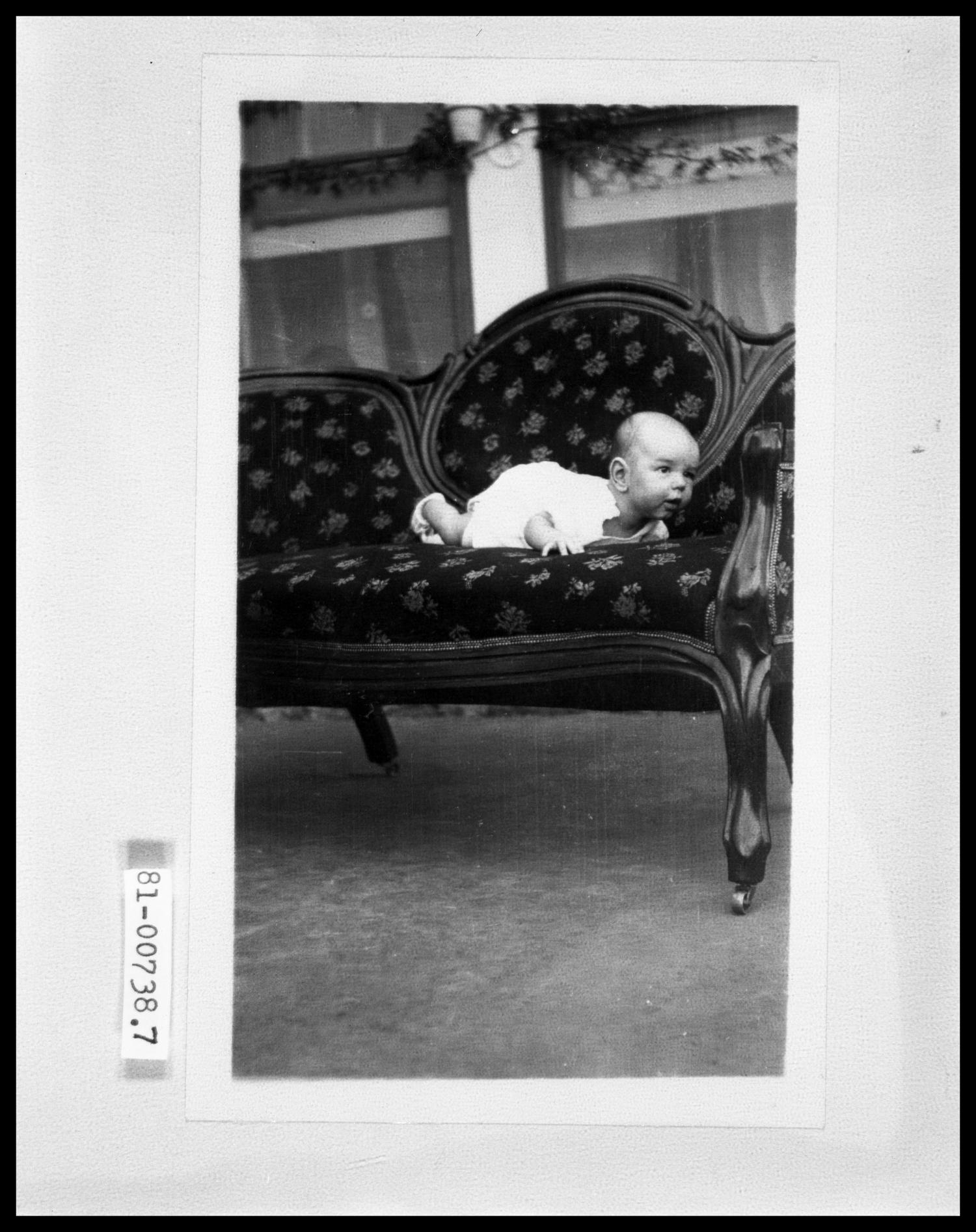 Baby On Couch                                                                                                      [Sequence #]: 1 of 1