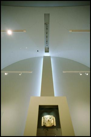 Primary view of object titled 'Dallas Museum of Art Installation: Museum of the Americas, 1993 [Photograph DMA_90004-048]'.