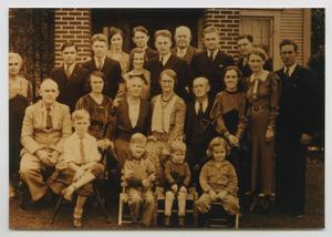 Primary view of object titled '[Sutherlin-McElroy-Bowman Family Thanksgiving]'.