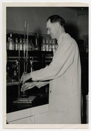 Primary view of object titled '[Photograph of Dr. W. Norton Jones, Jr., in Laboratory]'.