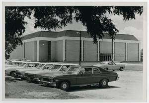 Primary view of object titled '[Photograph of J. W. Hunt Center of Physical Education and Parking Lot]'.