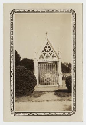 Primary view of object titled '[Photograph of the Grave of Albert Sidney Johnston]'.